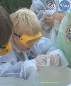 Weltraum-Geburtstag, Astronauten-Spiele wie dieses Astronauten-Training und Space Shuttle Kuchen mit Anleitung findest du auf http://www.achistdasnett.com/motto-geburtstage