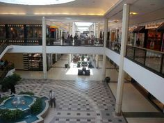 South Hills Village northern court #pittsburgh #pittsburghneighborhoods #southhills #mall #shopping #dining