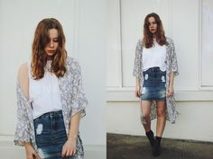 Get this look: http://lb.nu/look/7479440  More looks by Kate Nutting: http://lb.nu/pditl  Items in this look:  Supre Kimono, Glassons Skirt, Dream Monstar Shirt, Lipstik Boots   #bohemian #casual #street