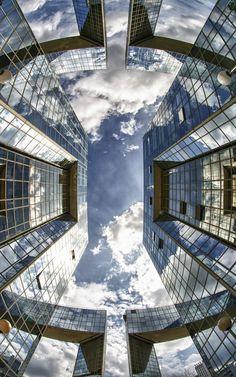 thevuas:  city glass reflection
