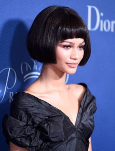 Blunt Shorter Cut with Curved Short Blunt Bangs - 15 Short Layered Bob Hairstyles You Can't Help But Love - Short Bob Haircut Black Girl Bob Hairstyles, Black Bob Haircut, Bobbed Hairstyles With Fringe, Bob Hairstyles For Thick, Bob Hairstyles With Bangs, Wigs With Bangs, Wig Hairstyles, Bob Haircuts, Haircut Bangs