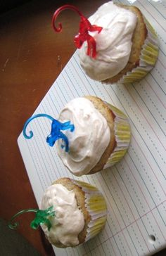 banana cupcakes ~ a huge hit around these parts.  @Katie Scheper~stealing all of your pins tonight ;)