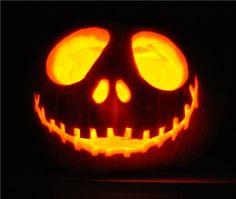 Jack O'Latern - Halloween steht vor der Tür und das heißt Kürbis schnitzen! Hier ist eine super Idee für einen gruseligen Kürbis.