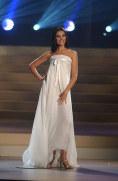 Miss Universe 2002 Oxana Fedorova (Russia) wearing Gucci