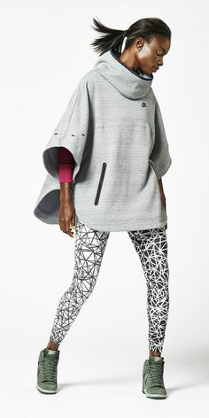 this season's Nike gear is winning me over! Nike One-Ups The Sporty-Chic Game Sport Fashion, Teen Fashion, Fitness Fashion, Fashion Trends, Fashion 2017, Runway Fashion, Fashion Women, High Fashion, Nike Outfits