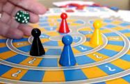 Party games make every party way more fun. 11 easy and fun party games ideas for adults and families to make your next party one to remember. Party Make-up, Fun Party Games, Party Ideas, Family Game Night, Family Games, Monte Carlo, Code Secret, Poker, Educational Board Games