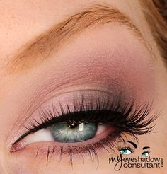 Champagne (inner half of lid) White (layered over Champagne) Black (outer half of lid) Mauve (crease) Cream (blend)