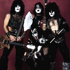 can't go on without a little KISS in this world. Kiss Band, Kiss Rock Bands, Rock And Roll Bands, Kiss Images, Kiss Pictures, Paul Stanley, Gene Simmons, Pop Rocks, Banda Kiss