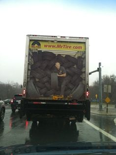 Tire truck Watch out! Funny Ads, Funny Signs, Funny Memes, Hilarious, Jokes, Truck Paint, Guerilla Marketing, Experiential Marketing, Street Marketing