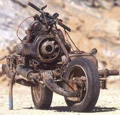 Será???? Acredite se Quiser...    Acredite se quiser: Homem perdido no deserto constrói moto com peças de carro quebrado