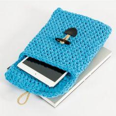 Crochetez une pochette pour la tablette tactile. Elle constituera un joli cadeau fait main pour l'un de vos proches.
