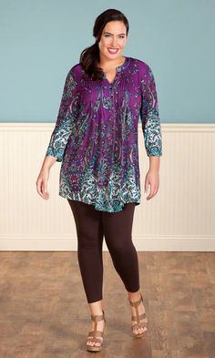 The plus size Erin Tunic is the perfect top to pack and wear when traveling and pairs perfectly with our Leggings. / Back yoke / Mandarin collar / placket at neckline / Front pleats / Curved hemline / V-neckline / Plus Size Legging Outfits, Plus Size Leggings, Plus Size Outfits, Curvy Outfits, Sexy Outfits, Fashion Outfits, Fasion, Curvy Girl Fashion, Plus Size Fashion