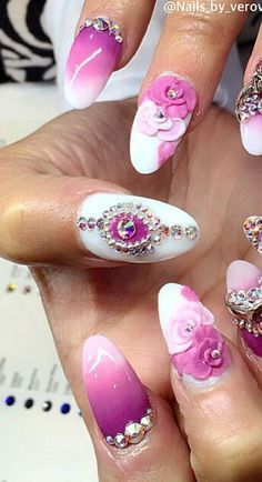 Pink floral nails @nails_by_verovargas
