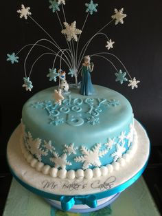 Frozen Cake 2 - Single tier vanilla sponge, with vanilla buttercream, sugarpaste cover and decorations.