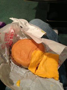 Fotos Engraçadas 30 - Ah! Era com queijo? Toma aqui o seu queijo.