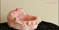 My Sweet Alice, a free keepsake crochet pattern to make a 10cm long moses basket with hood for early pregnancy loss, by Mamma That Makes.
