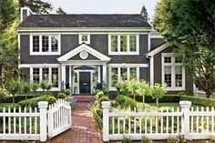 Love love love colonial style homes! Hope to own one some day.