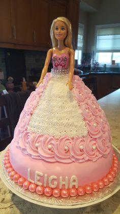 Barbie Birthday Cake, Frozen Birthday Cake, Barbie Cake, Princess Birthday, Cake Decorating Frosting, Cake Decorating Designs, Cake Decorating Techniques, Doll Cake Designs, Susie Cakes