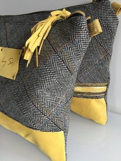 Pochette Tissu Tweed & Cuir jaune aspect velours : Sacs à main par zag-by-so