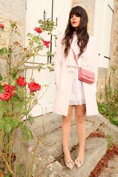 "Manteau / Coat : Red Valentino Sac / Bag : miu miu Robe / Dress : TBA ( via Audrey Grace Boutique ) Chaussures / Shoes : Valentino Vernis : Dior "" 901 Diva "" Rouge à lèvre: Smashbox "" Legendary "" Cils "" Les cils de Marie """