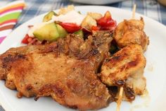 Narancsos, fűszeres pácban érlelt csontos karaj tárcsán sütve     A karaj azon szárazabb húsok egyike, amelyet eddig a kerti grillezős estéken kerültem - de most egy újabb recepttel próbálkoztam, persze a saját számíze szerint újraértelmezve. Következzen hát egy szaftos, egzotikusabb íz a magyaros tárcsán megsütve.  ... Hungarian Recipes, Hungarian Food, Tandoori Chicken, Grilling, Bbq, Clean Eating, Meat, Ethnic Recipes, Life