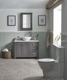 Metro Ideas azulejos del ba o Bad Inspiration, Bathroom Inspiration, Diy Bathroom Remodel, Bathroom Renovations, Bathroom Cupboards, Bathroom Hardware, Downstairs Toilet, Downstairs Cloakroom, Traditional Bathroom