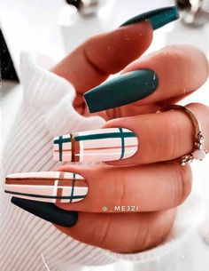 To Get The Natural Beauty Go With These 21 Green Nail Design Ideas