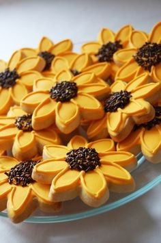 Black Eyed Susans Cookies - Perfect for a Preakness Party Fall Cookies, Cut Out Cookies, Iced Cookies, Cute Cookies, Royal Icing Cookies, Cupcake Cookies, Cupcakes, Cookie Favors, Sunflower Cookies