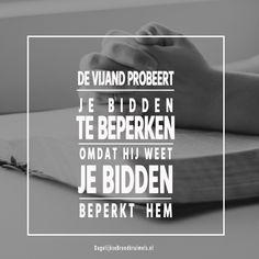 De vijand probeert je bidden te beperken omdat hij weet je bidden beperkt hem.  #Bidden, #Kracht  https://www.dagelijksebroodkruimels.nl/bidden-2/