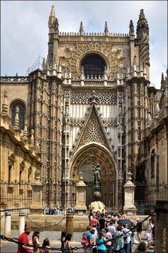 Catedral de Santa María de la Sede: Puerta de San Cristobal (Principe). | The Cathedral Santa María de la Sede of Seville is the largest Gothic cathedral in the  Christian world.  In this temple lies the body of the famous explorer Christopher Columbus and King Ferdinand III of Castile (1199-1252). Seville, Spain.
