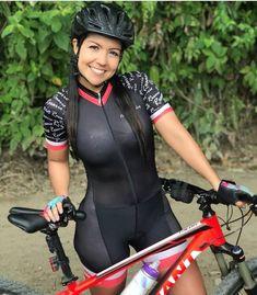 Road Bike Women, Bicycle Women, Bicycle Race, Bicycle Girl, Cycling Girls, Women's Cycling, Scooter Girl, Bike Style, Biker Girl