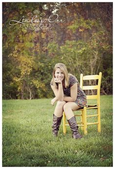 senior love the bright colored chair idea Teen Photography, Senior Portrait Photography, Autumn Photography, Image Photography, Photography Backdrops, Senior Portraits, Senior Girl Poses, Girl Senior Pictures, Senior Girls