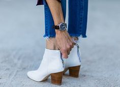 How to Look Chic While Wearing Sweatpants (No, Really) Minimalist Shoes, Minimalist Dresses, Sweatpants Outfit, Look Chic, Designer Shoes, Me Too Shoes, Fashion Shoes, Skinny, Casual Outfits