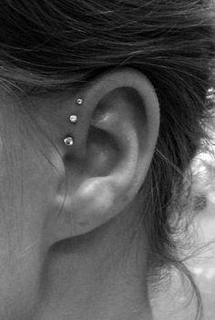 ear piercings ideas tragus, ear piercings ideas for teens, ear piercing ideas flat Triple Ear Piercing, Piercing Tragus, Ear Peircings, Cool Ear Piercings, Cartilage Earrings, Unusual Piercings, Mens Piercings, Mouth Piercings, Bellybutton Piercings