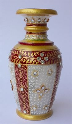 Red & white marble decorative pot.