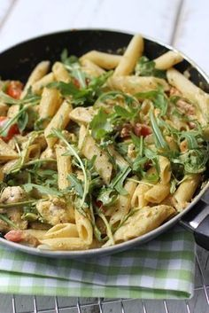 We wonder why we have never had pasta with chicken-pesto sauce before . I Love Food, A Food, Good Food, Yummy Food, Chef Food, Pasta Recipes, Dinner Recipes, Lasagne Recipes, Comfort Food