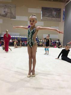 Фотографии Светланы Иванцовой Rhythmic Gymnastics Leotards, Figure Skating, Costumes, Running, Sports, Dance, Fashion, Facts, Blue Green