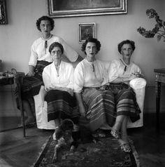H πριγκίπισσα Ελένη του Νικολάου με τις κόρες της, τις πριγκίπισσες Μαρίνα, Όλγα και Ελισάβετ. Αθήνα, 1949 Νικόλαος Τομπάζης Greek Royalty, World War Ii, Biography, History, Princess, Royals, Greece, Photography, Athens