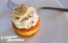 Ванильный капкейк Cooking Recipes, Desserts, Food, Tailgate Desserts, Meal, Food Recipes, Chef Recipes, Dessert, Eten