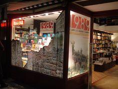 Vitrine '1989' - 20 anos da queda do Muro de Berlim - Travessa Ipanema / nov 2009.  www.travessa.com.br