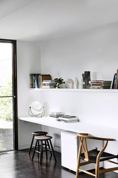 Contemporary Home Office Design Ideas - Search images of contemporary home offices. Discover ideas for your stylish office design with ideas for style, storage space and furniture. #contemporaryhomeoffice #homeofficedesignideas #contemporaryhomeofficefurniturestores