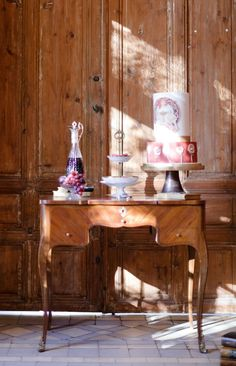 Art Nouveau Theatre Wedding Inspiration - Chic Vintage Brides : Chic Vintage Brides Sweet Love Story, Love Is Sweet, Art Nouveau, Theatre Wedding, Chic Vintage Brides, Wedding Honeymoons, Warm Colors, Wedding Shoot, Floral Arrangements