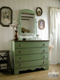 Five Ways To Add a Cottage Feel to Any Home - cottage bedroom Shabby Chic Interiors, Shabby Chic Homes, Green Dresser, Country Chic Cottage, Cozy Cottage, Tudor House, Bedroom Vintage, My New Room, Home Design