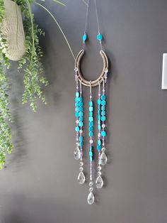 Horseshoe Projects, Horseshoe Crafts, Horseshoe Art, Lucky Horseshoe, Horseshoe Ideas, Cd Crafts, Diy Craft Projects, Metal Crafts, Handmade Windchimes