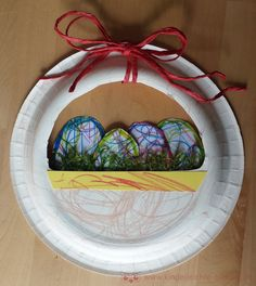 Easter basket made of paper plate Age: from years, especially promoted: fine motor . - Easter basket made of paper plates Age: from years, especially promoted: fine motor skills Chil - Winter Crafts For Toddlers, Toddler Crafts, Diy Crafts For Kids, Home Crafts, Easter Bunny Pictures, May Day Baskets, Kindergarten Art Projects, Easter Traditions, Easter Activities