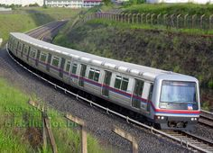 Trem 1061-1064 do Metrô de Brasília chegando à Estação Arniqueiras