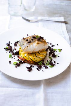 Cod on tumbet with crumbs of butifarra - Recipes - Free, Easy and Delicious ideas Fish Recipes, Seafood Recipes, Gourmet Recipes, Cooking Recipes, Gourmet Desserts, Cooking Games, Plated Desserts, Cooking Corn, Gourmet Foods