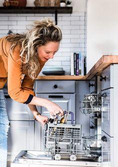 Beko Dishwasher, kitchen scene Black Dishwasher, Stainless Steel Dishwasher, Washing Dishes, Kitchen On A Budget, Minimalist Kitchen, Kitchen Flooring, Home Organization, Different Styles, Kitchen Remodel