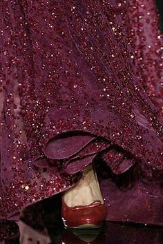 Fall 2008 Couture Elie Saab///LOVE purple and red Marsala, Shades Of Burgundy, Burgundy Wine, Deep Burgundy, Burgundy Gown, Burgundy Fashion, Burgundy Shoes, Burgundy Color, Color Red