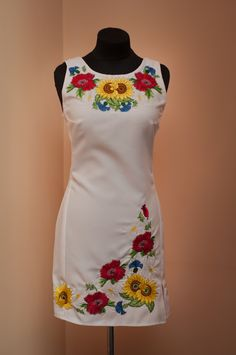 Embroidery On Clothes, Embroidered Clothes, Embroidery Fashion, Embroidery Dress, Kurta Designs, Saree Blouse Designs, Casual Dresses, Fashion Dresses, Mexican Fashion